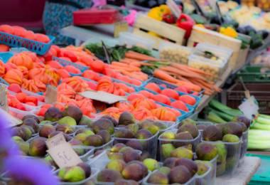 Petit Marché de village à Sablet - Tous ...