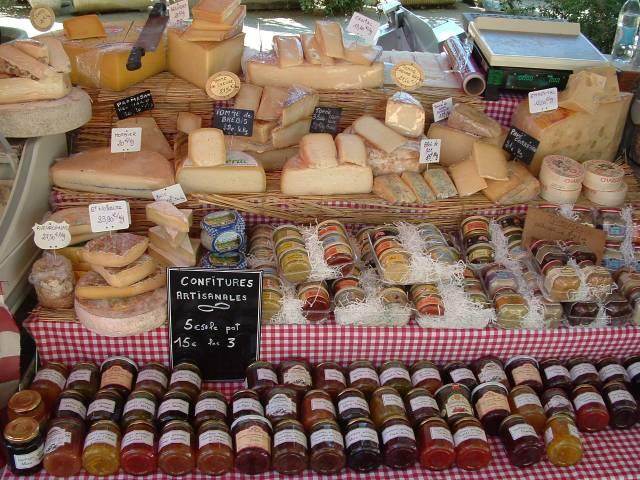 Wekkly Market at Lourmarin ©Droits gérés OT Lourmarin