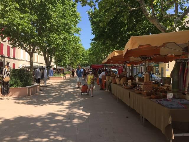 Weekly Market at Pertuis ©Office de Tourisme de Pertuis