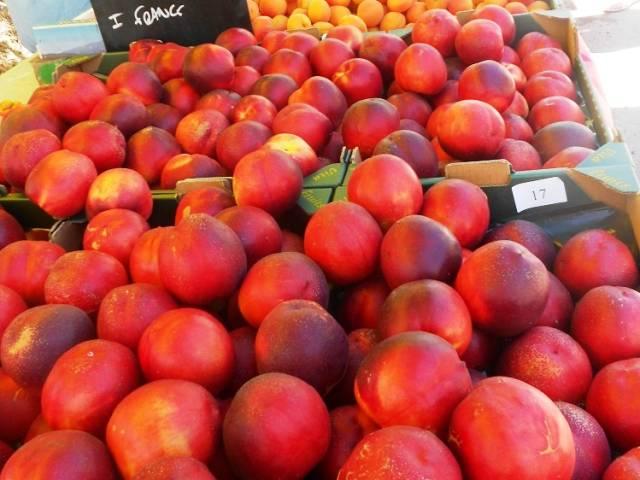 Weekly market in Villes sur Auzon ©OTI Ventoux Sud