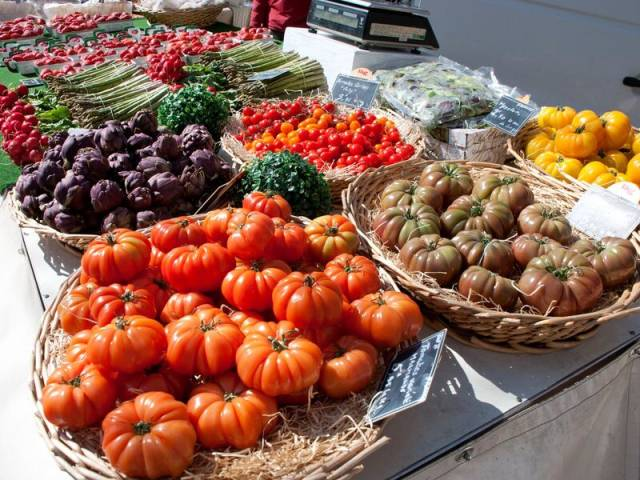 Le petit marché des producteurs de Puyvert ©Droits gérés Patrick Roux