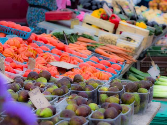 Grand marché provençal de Vaison-la-Romaine - Tous les mardis ©