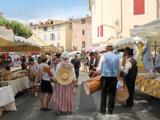 Wochenmarkt mit Auszeichnung ©Office de tourisme Pays d