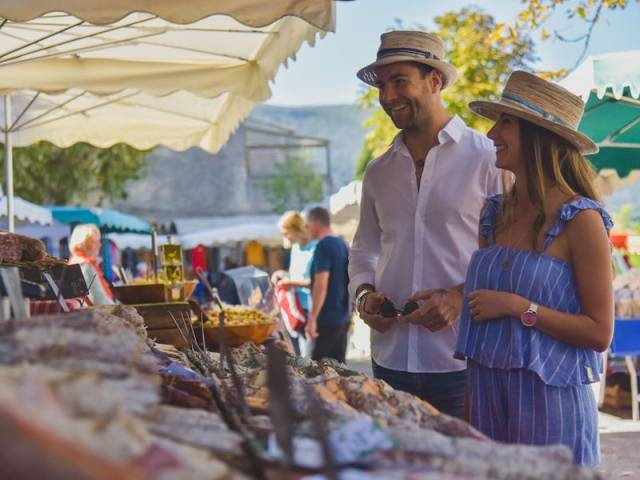 Weekly Market at Bonnieux ©Crédit photo - Office de Tourisme Pays d