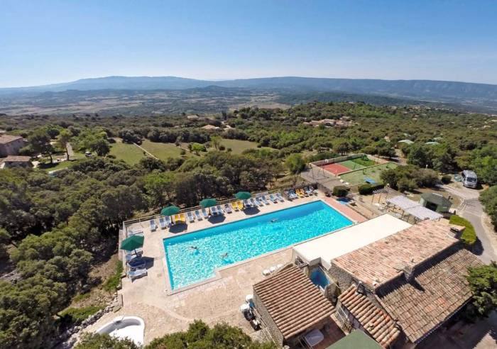 Camping des sources camping gordes camping for Camping vaucluse piscine