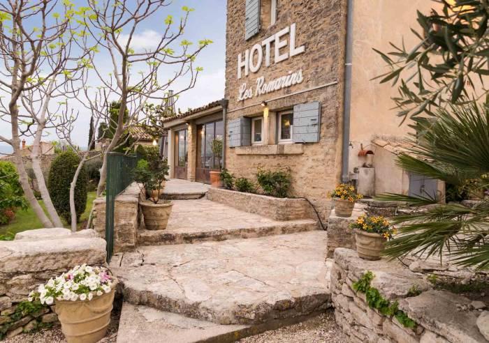 Le mas des romarins hotel restaurant gordes for Hotels gordes