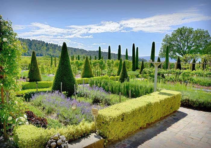 Le jardin remarquable du ch teau val joanis visites for Jardin remarquable
