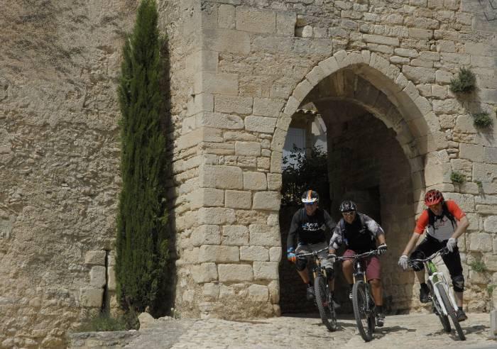 Long Distance Mountain Bike Trail, Stage 5 – From Saint-Saturnin-les-Apt to Fontaine-de-Vaucluse