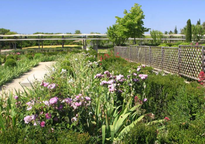 Caumont-sur-Durance Roman Garden