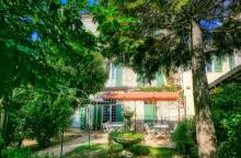 Hotels in provence luxury hotels in south of france vaucluse for Au saint roch hotel jardin
