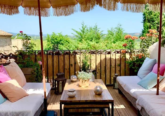 un patio en luberon chambre d 39 h tes ansouis chambre d 39 h tes luberon. Black Bedroom Furniture Sets. Home Design Ideas