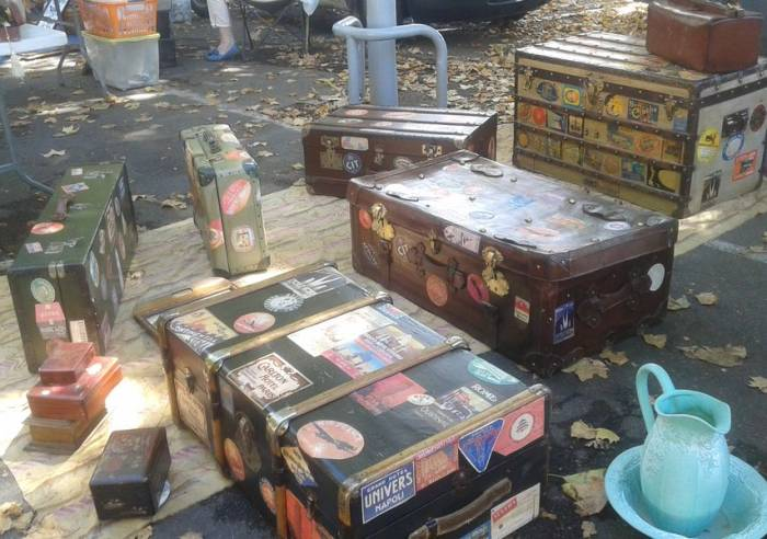Flea market and secondhand market
