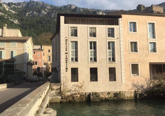 Maison du tourisme de fontaine de vaucluse fontaine de vaucluse vaucluse en provence - Office du tourisme du vaucluse ...