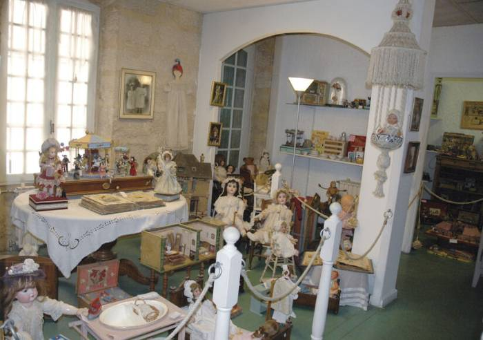 Antique Doll and Toy Museum