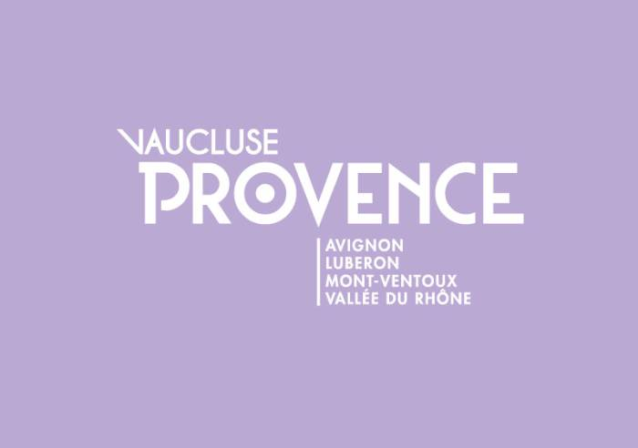 Les Luminessences d'Avignon, show monumental à 360° au Palais des Papes