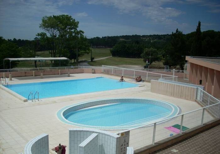 Outdoor public swimming-pool