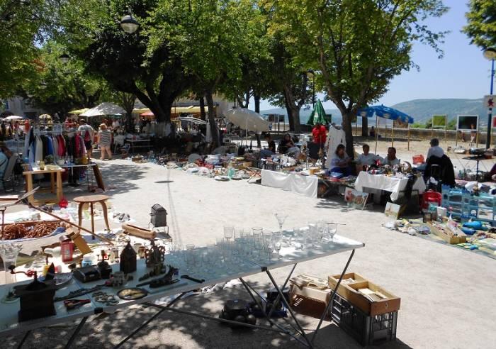 Vide grenier des donneurs de sang sunday 10 june between 7 am and 7 pm sault in provence - Vide grenier salon de provence ...