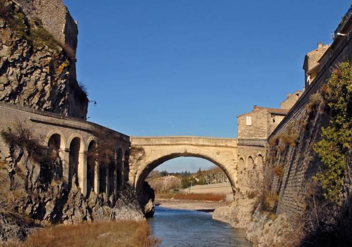 Culturele uitjes vaison la romaine le pont romain de - Vaison la romaine office de tourisme ...