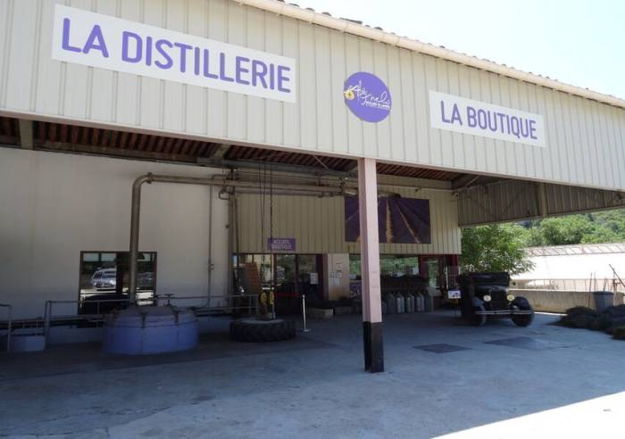 Les Agnels - Lavender and aromatic plant distillery