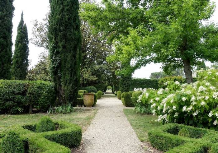 Château de Brantes Garden and Grounds