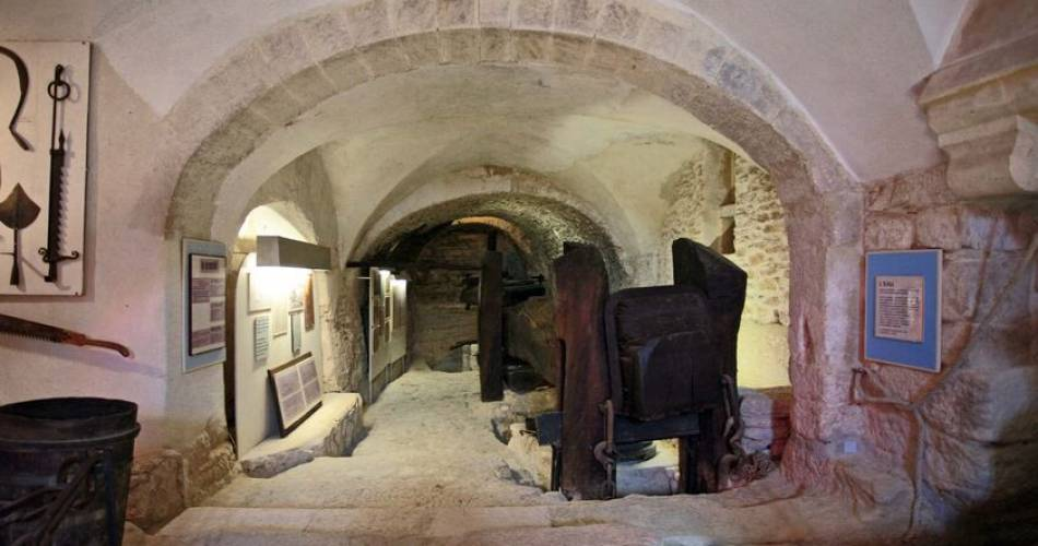 Glass and Stained Glass History Museum (Musée de l'Histoire du Verre et du Vitrail)@Musée de l'Histoire du Verre et du Vitrail