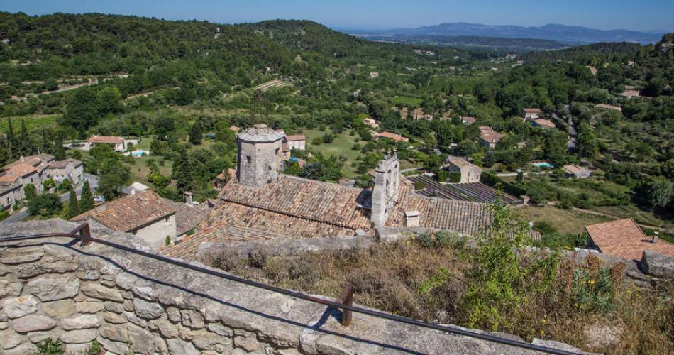Drystone architecture and miraculous spring hike@HOCQUEL Alain - Vaucluse Provence