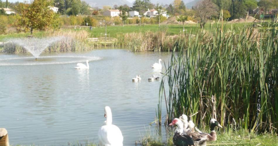 Lac des Palivettes et son parcours sportif@Droits libres Mairie Malaucène - etang; pêche; Ventoux