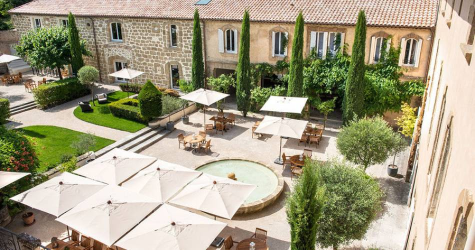 Hôtel Restaurant Château de Massillan@Francis Vauban & M.F. Nelaton