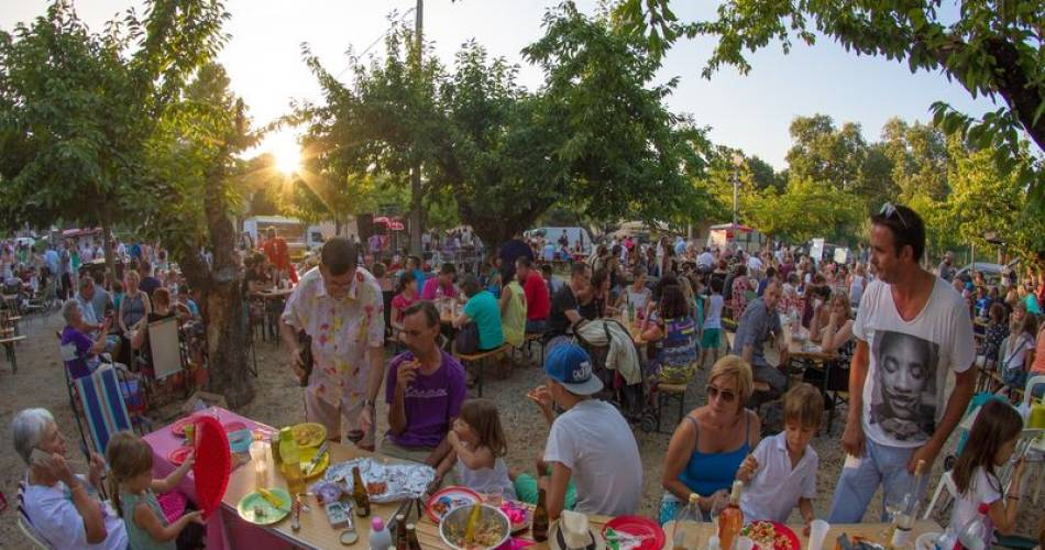 Avondmarkt in La Motte d'Aigues@Droits Gérés Vincent Agnès