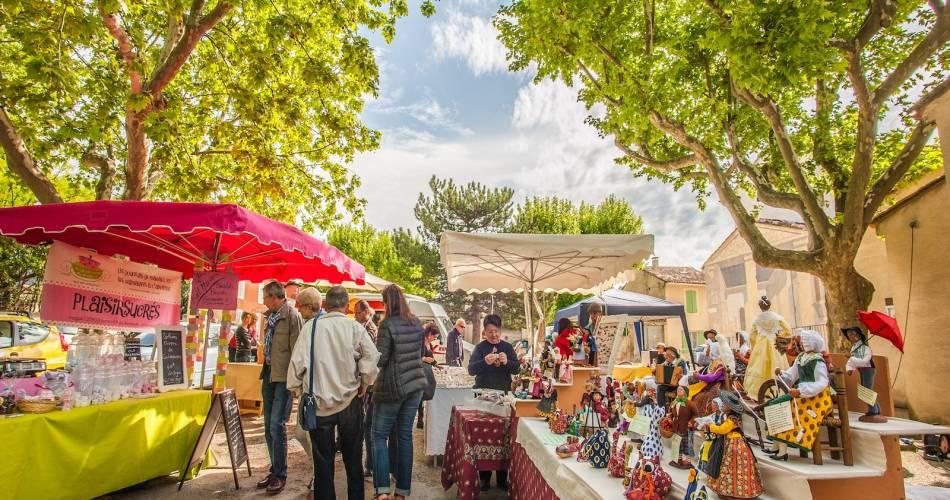 Farmer's market at Cadenet@Droits Gérés Vincent Agnès