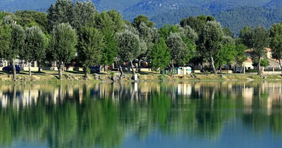 Pêche à l'Etang de La Bonde@Droits gérés OT LUB - etang; bonde; lac; baignade; cabrieres d'aigues; luberon; vaucluse