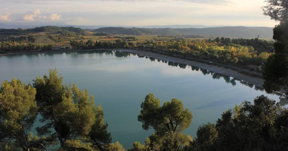Baignade à l'Etang de La Bonde@droits gérés OT LUB - etang; bonde; lac; baignade; cabrieres d'aigues; luberon; vaucluse