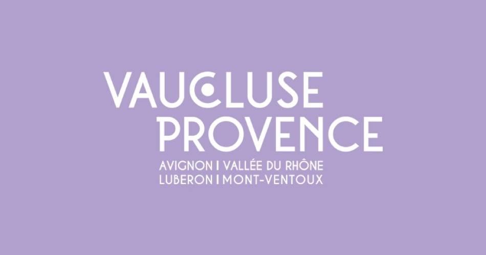 Roue libre et vélo à travers le Luberon et les champs de lavande@Intura