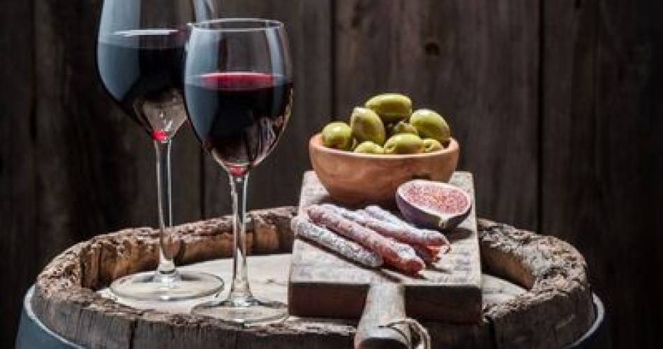 Wine tasting with a charcuterie and cheese board@Domaine de la Tourade