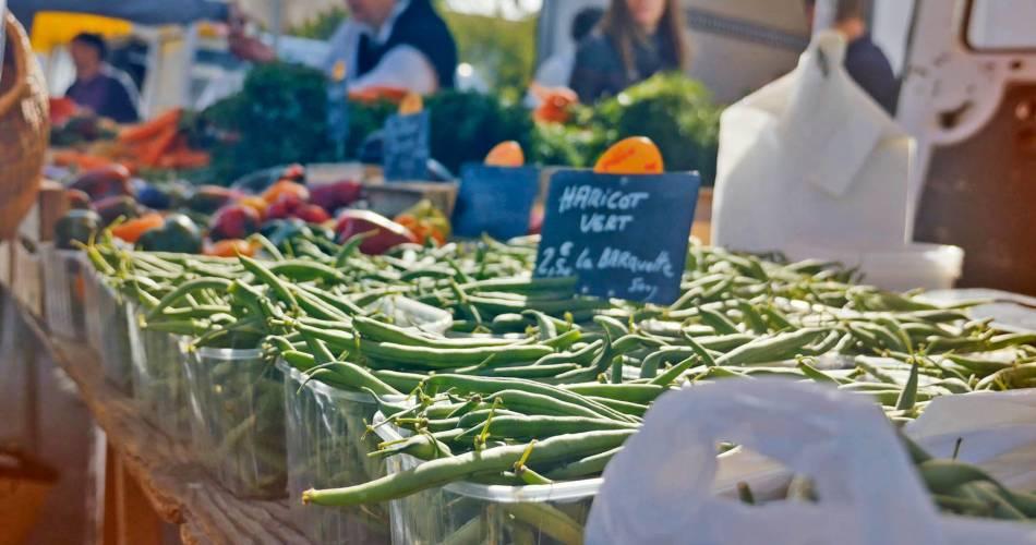 Zondagochtend boerenmarkt in Coustellet@OT LCDP - M. Raffier
