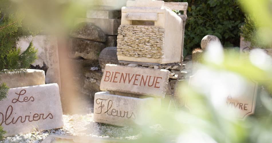 Philippe Yves - Tailleur   Graveur   Sculpteur de pierre@Yves Philippe