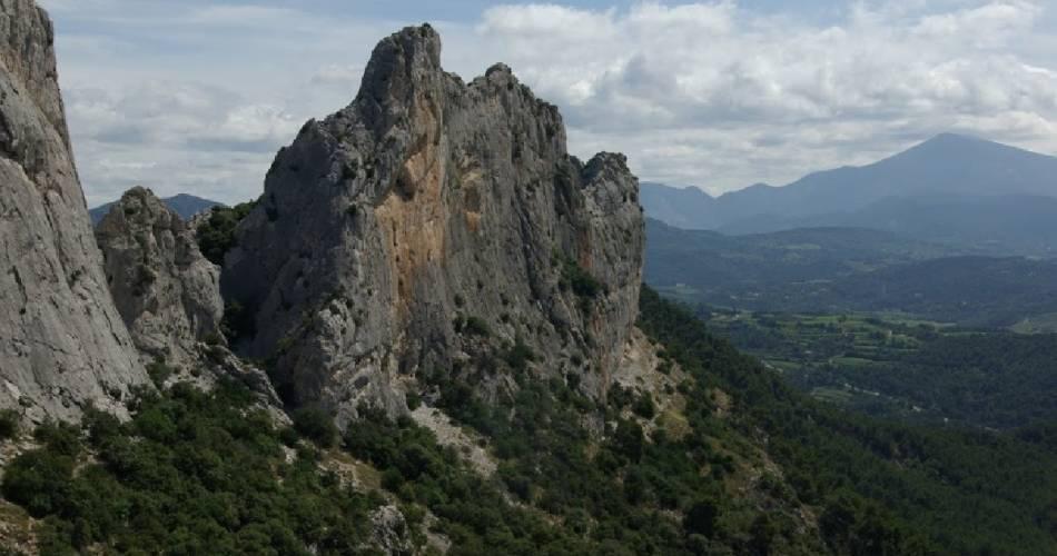 Circuit de randonnée - Dentelles de Montmirail - La tour sarrasine@Ventoux Provence Tourisme