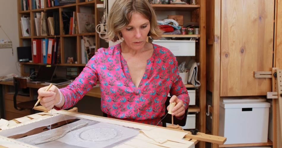 Magali Beaumont Brodeuse d'art@Isle sur la Sorgue Tourisme