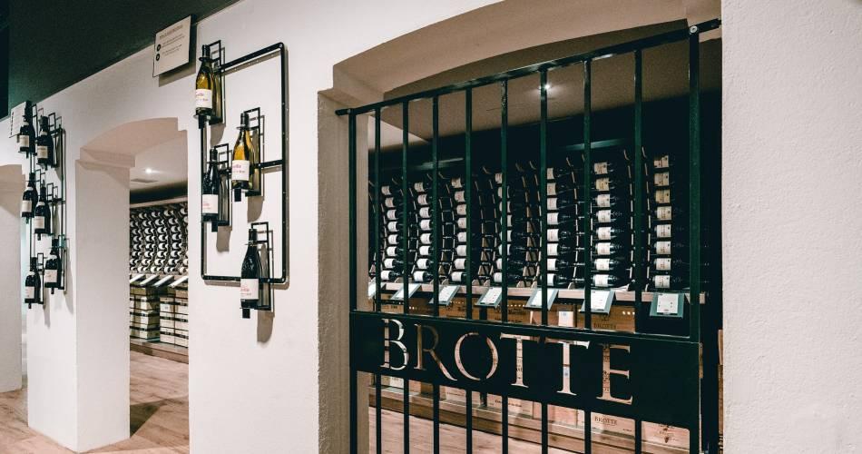 Tour of the wine cellar and prestige tasting@©maisonbrotte