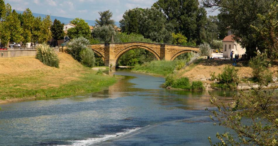 Le pont Roman@Alain HOCQUEL- Vaucluse Provence Attractivité
