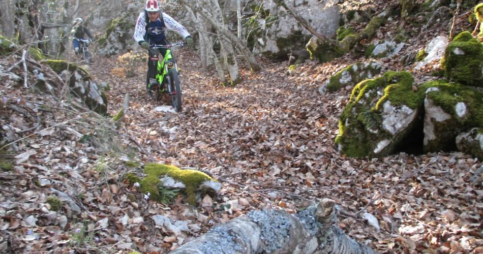 MTB trail n° 53 - Travignon by the Cluyer@© Maison du Parc du Luberon