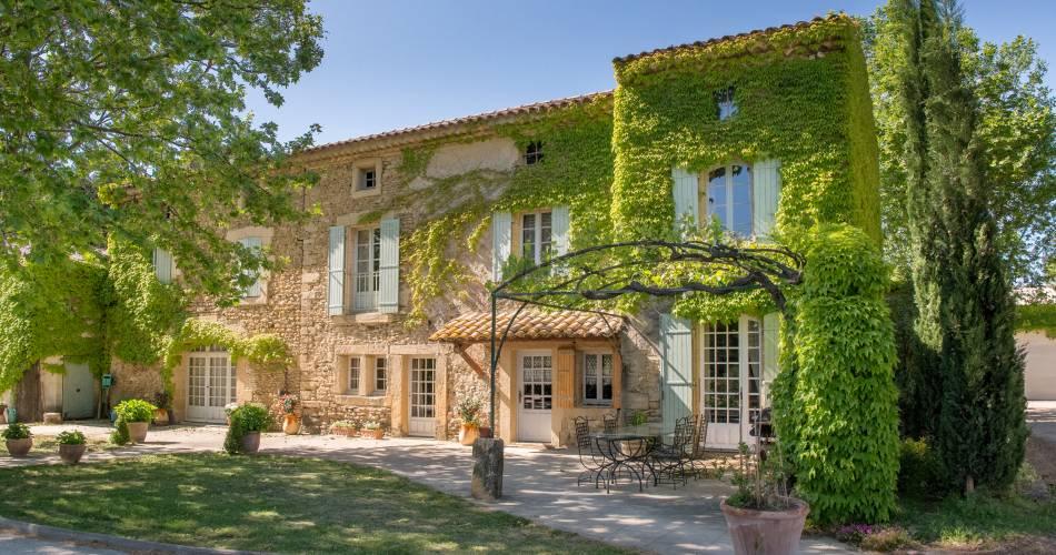 Découverte des Vins de Châteauneuf du Pape et du vignoble à bord de la mythique 2CV@©La Bastide Saint Dominique