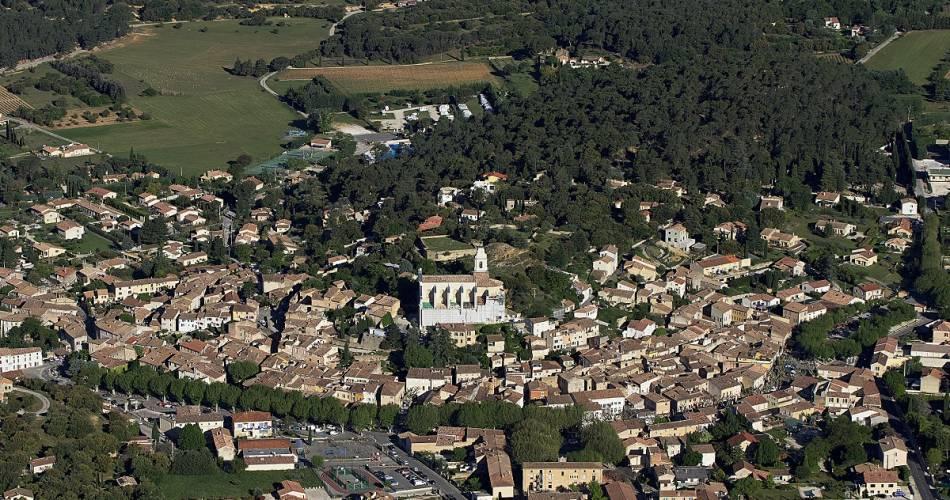 Vol découverte des Villages typiques au pied du Mont-Ventoux@Fly Sorgue Ventoux