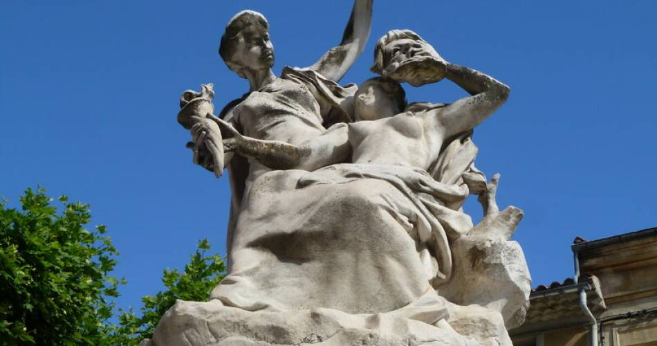Sculpture Injalbert@Rose Papalia © Office de Tourisme d'Orange