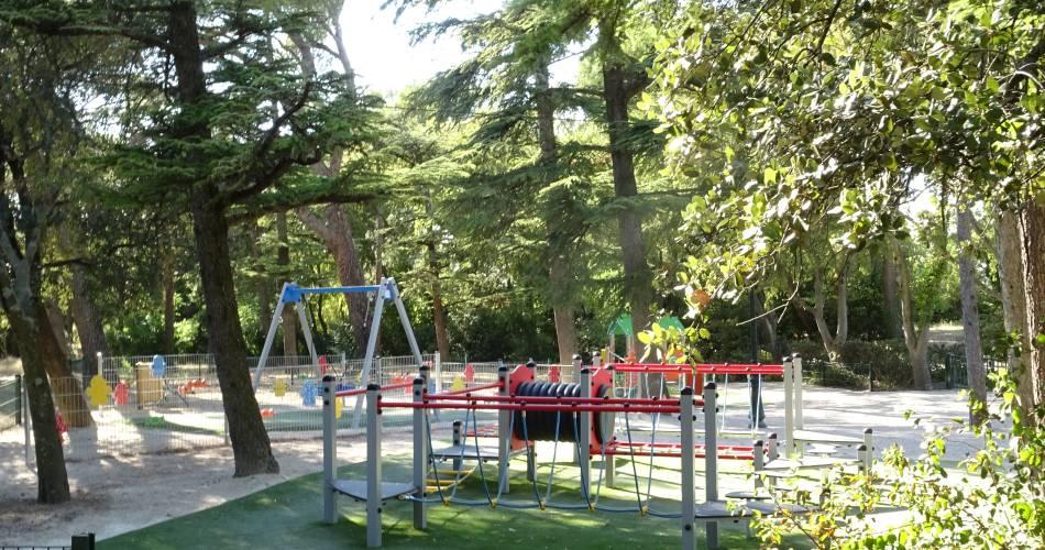 Aires de jeux de la Colline St Eutrope@orange tourisme