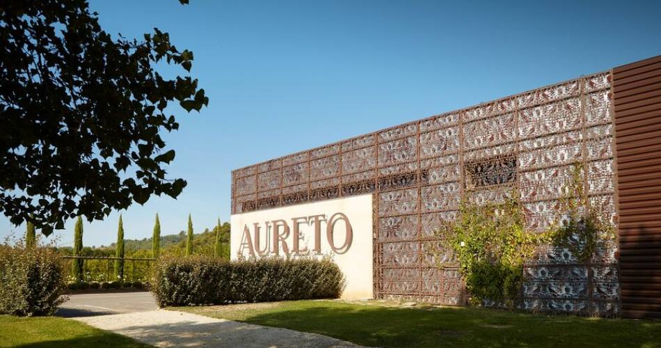 Aureto Vineyards - Cellar / Coquillade Village@©aureto