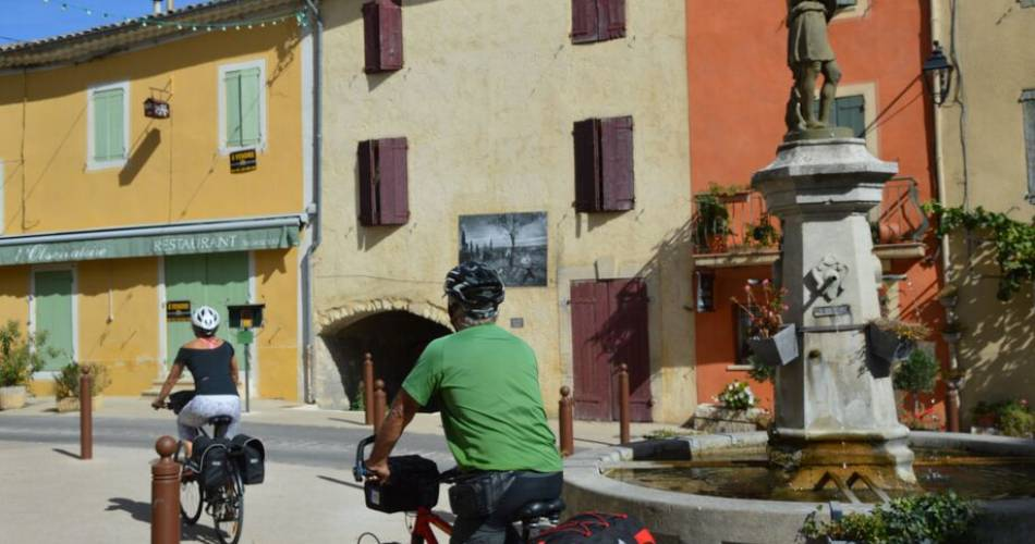 V863 - Around the Luberon by bike@Vélo Loisir Provence