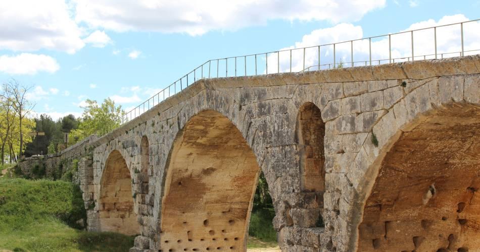 Pont Julien@Office de tourisme Pays d'Apt Luberon